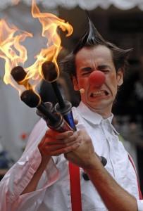 jonglage Feuer