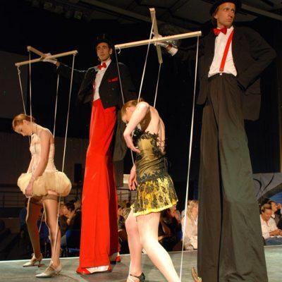 Marionette bei Modeschau