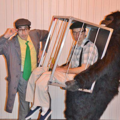 gorilla mit Käfig